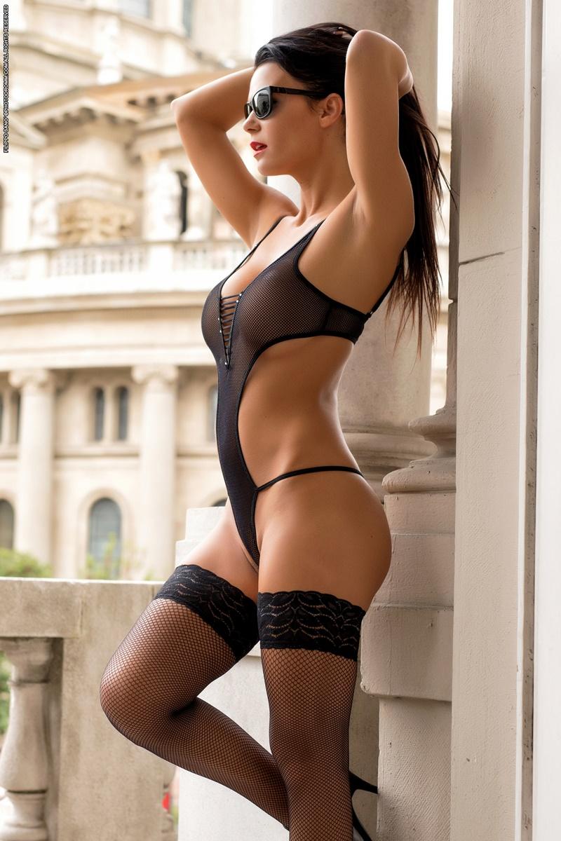 Karola morena sexy e peituda de lingerie preta muito safada e gosto