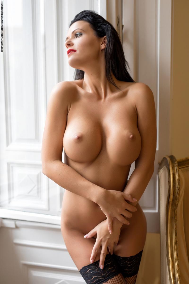 Morena sexy e peituda de lingerie preta muito safada e gosto