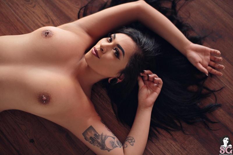 Kerish Suicide Girls  morena gostosa e peituda muito safadinha pelada e ninfeta