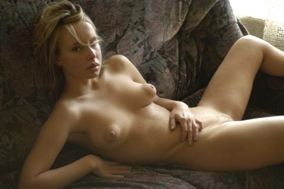 фото голых девушек с маленькой грудью и большими сосками