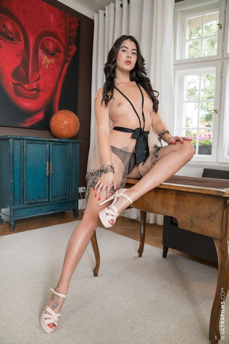 Lady Dee morena sensual e gostosa com tesão peladinha delicia