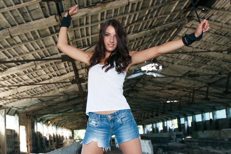 Laura K delicinha sensacional com um belo corpinho e um rostinho lindo.