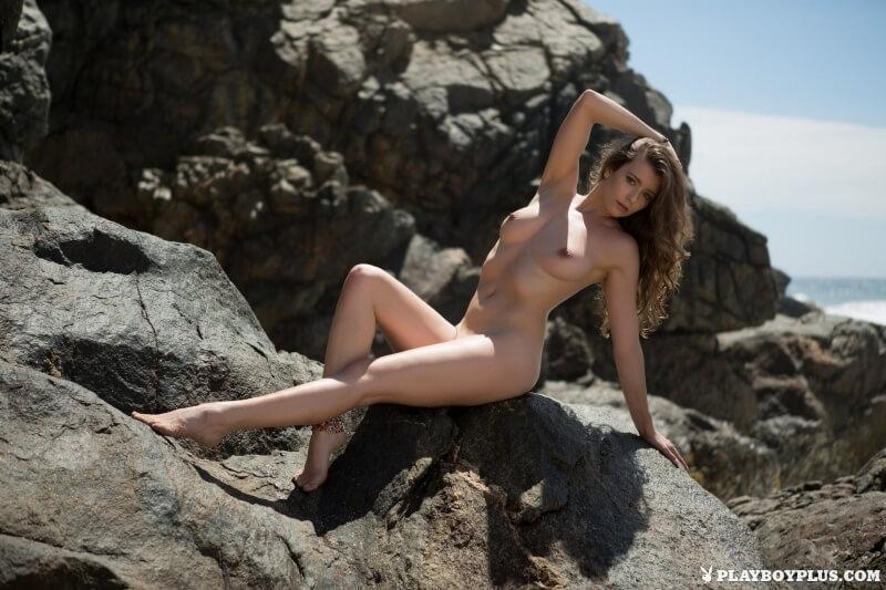 Lauren Lee gostosinha muito linda mostrando seu belo corpo na praia.