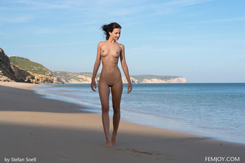 Lauren morena gostosa peituda pelada na praia muito safada