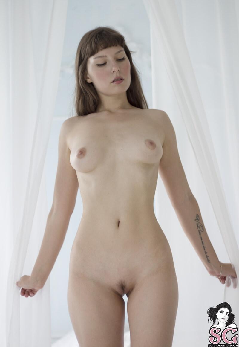 Moreninha linda e tesuda mostrando a bucetinha de quatro del