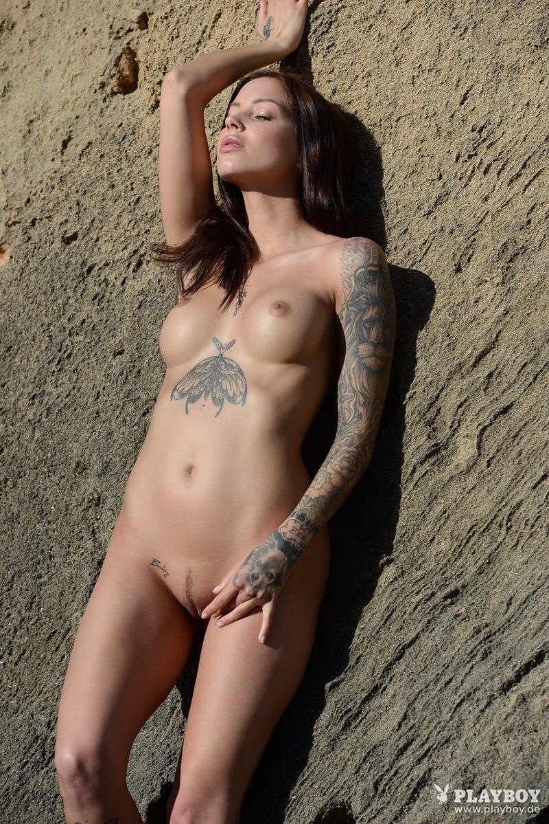 Morena peituda e tatuada cheia de tesão bem safadinha delici