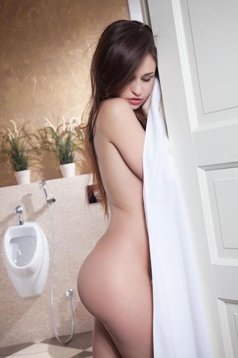Lilian A morena gostosa tomando banho e se masturbando safada