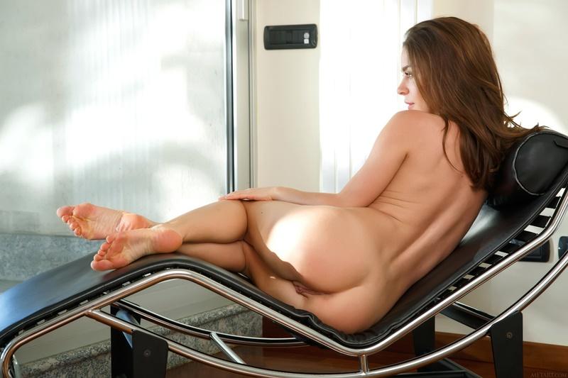 Novinha de quatro safada com tesão bem gostosa pelada