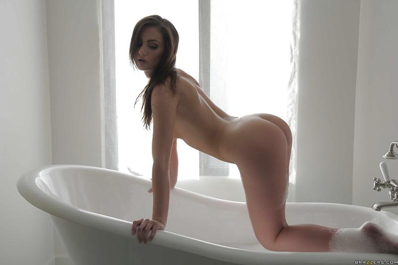 Morena gostosa peladinha no banho toda molhadinha