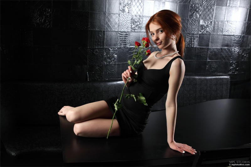 Lily ruivinha linda ninfeta e muito gostosa peladinha e safada