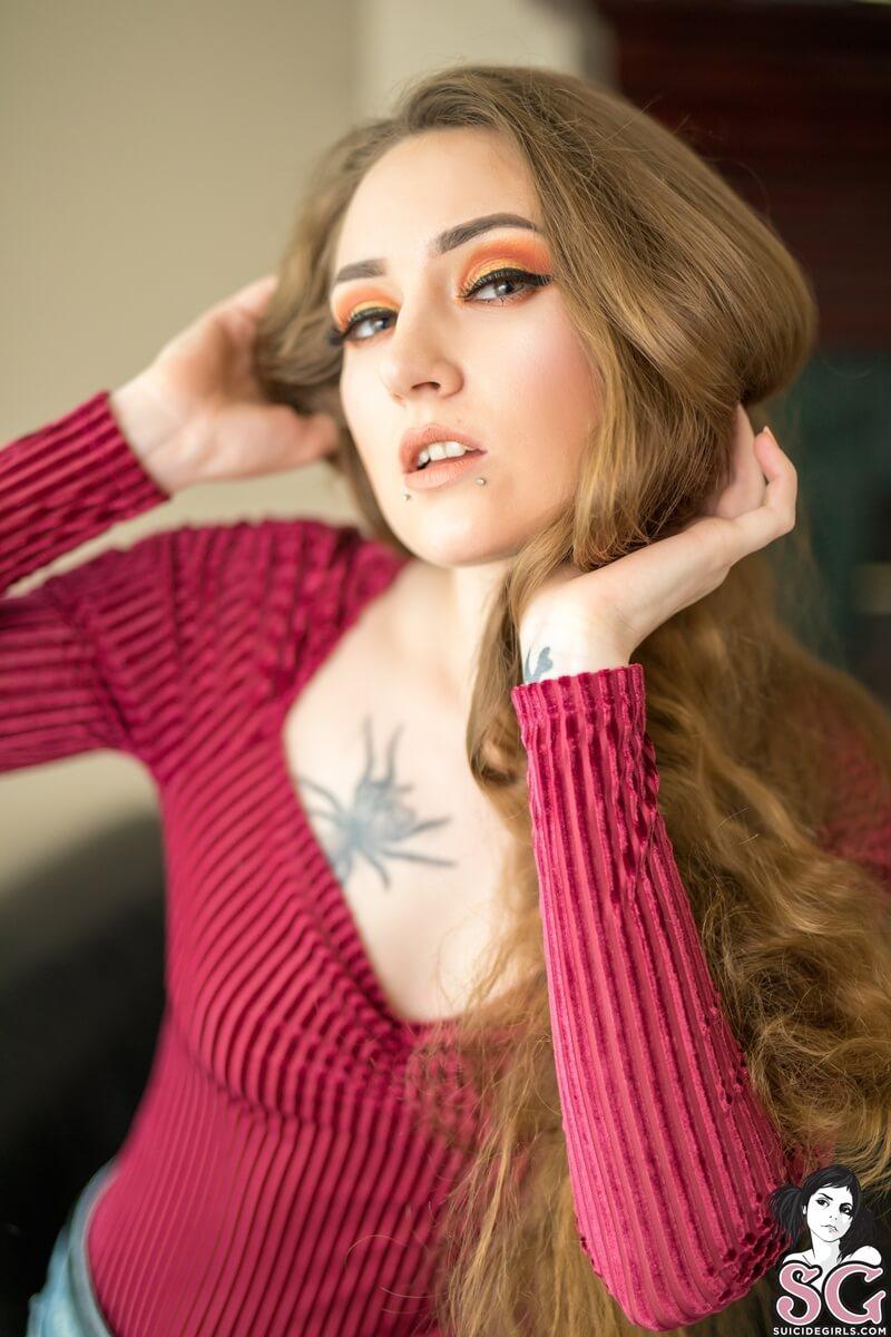 Liya Suicide Girls rabuda gostosa muito safada e tesuda sem roupa delicia