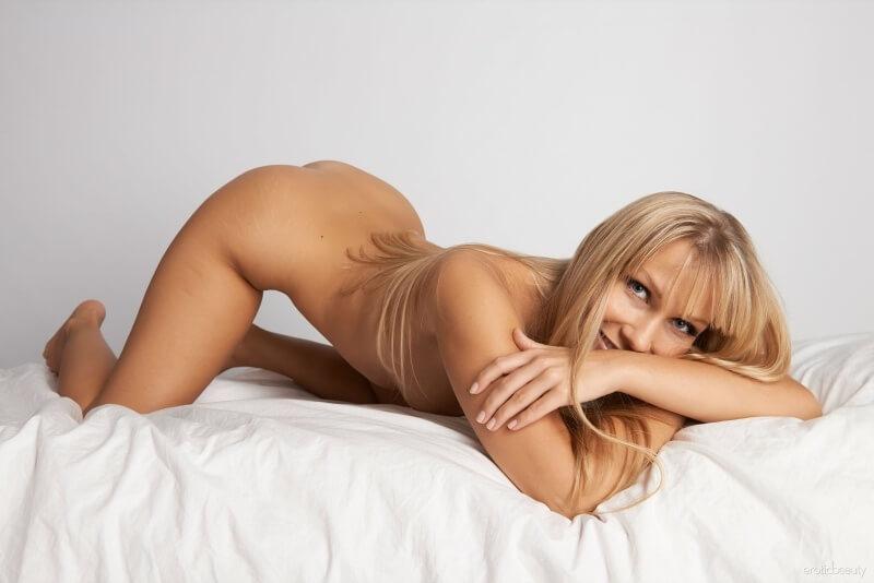 Um ensaio muito sexy dessa bela mulher, que gostosa.