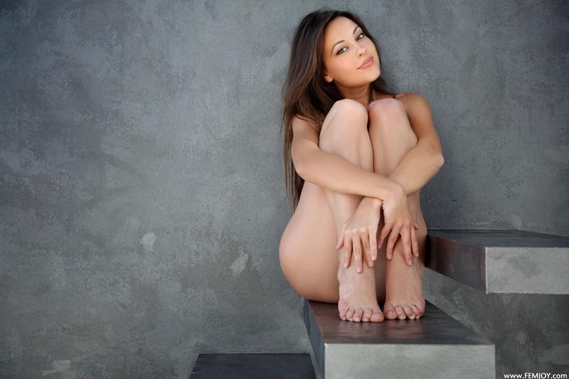 Lorena G morena sensual e gostosa pelada mostrando a buceta