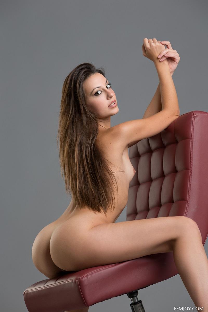 Lorena G ninfetinha morena gostosa de mais com peitinhos pequenos rabão gostoso