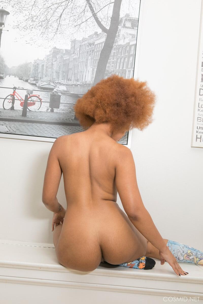 Negra rabuda muito gostosa e safada pelada com tesão delicia