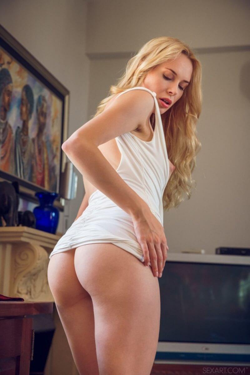 Maria Rubio gatinha loira com seios perfeitos e uma bela bunda.