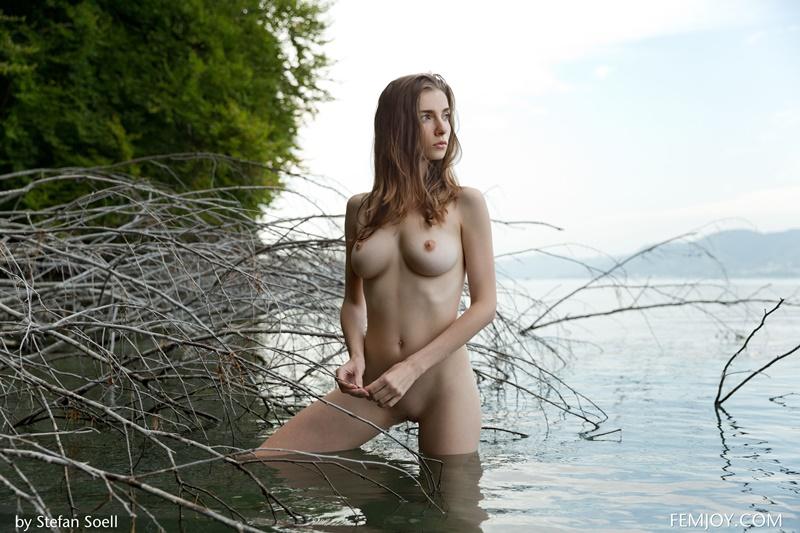 Peitudinha sexy e safada pelada com tesão delicia
