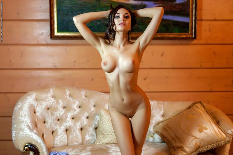 Morena gostosa e sensual safadinha tirando a roupa delicia