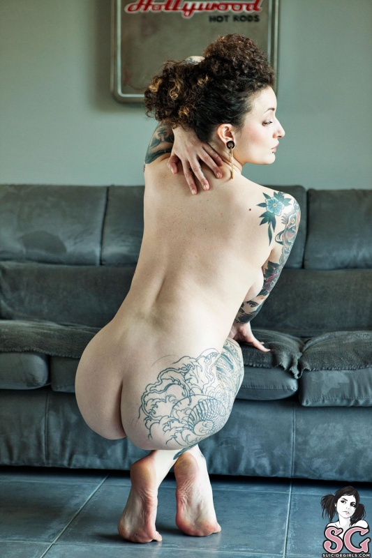 Morena rabuda com peitos lindos nua