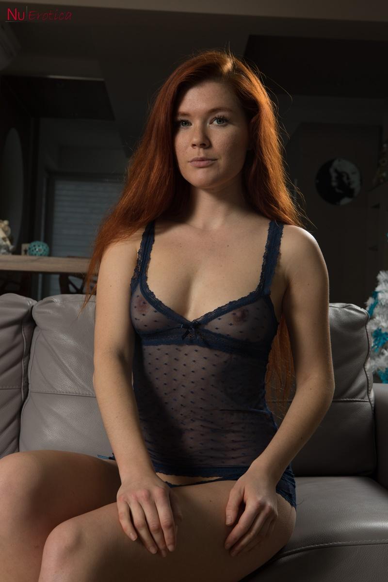 Mia Sollis ruiva safada de lingerie bem gostosa e sensual delicia