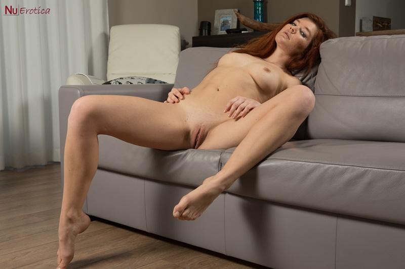 Ruiva safada de lingerie bem gostosa e sensual delicia