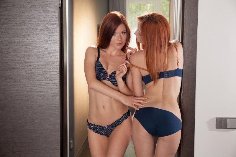 Ruivas lésbicas bem safadinhas acariciando as bucetas
