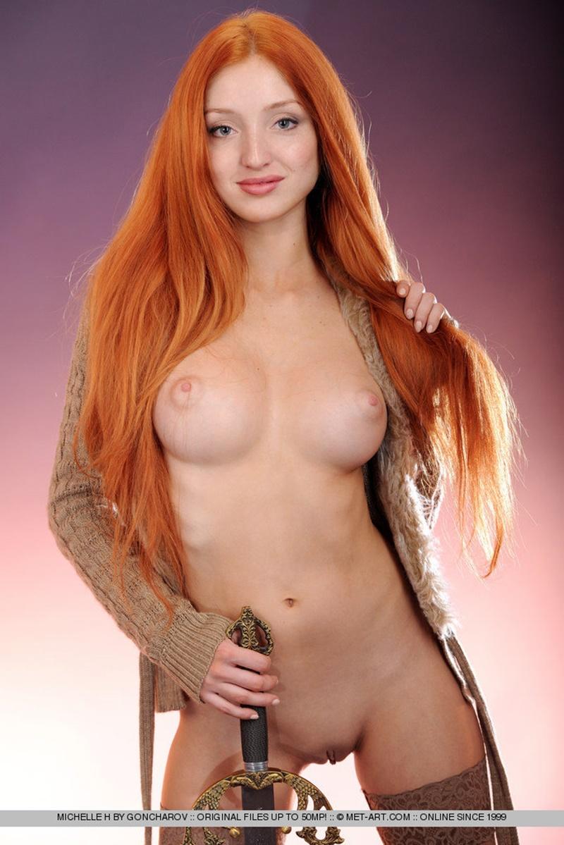 Michelle H ruivinha sensual e gostosa peladinha muito linda ninfeta