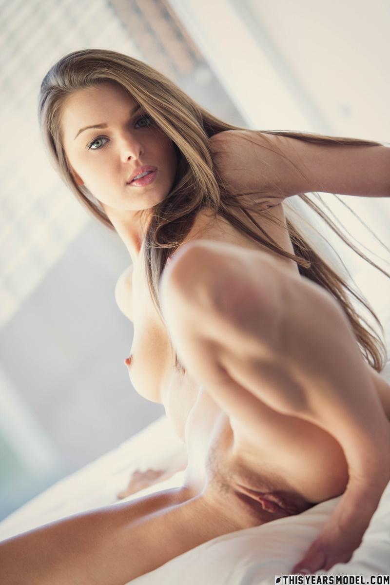 Novinha safada com tesão peladinha muito gostosa