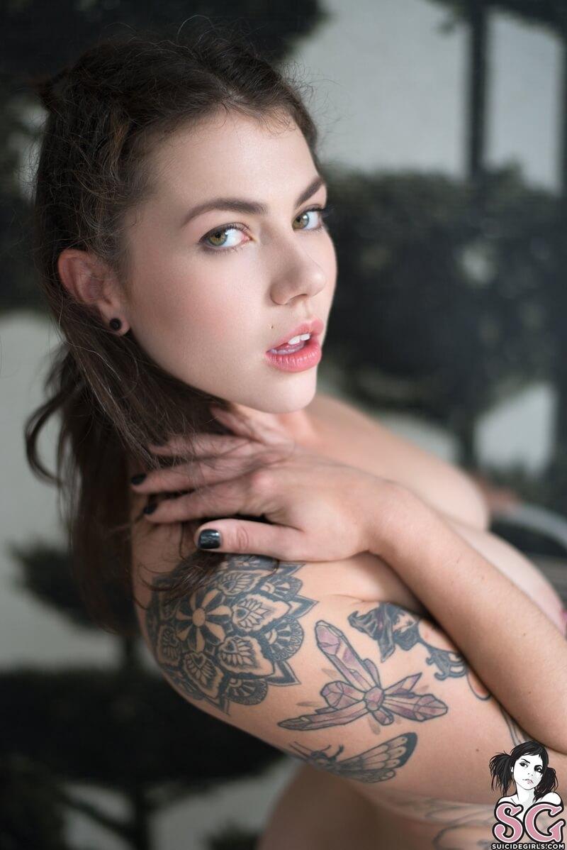 Moreninha peituda muito gostosa e safada com tesão pelada