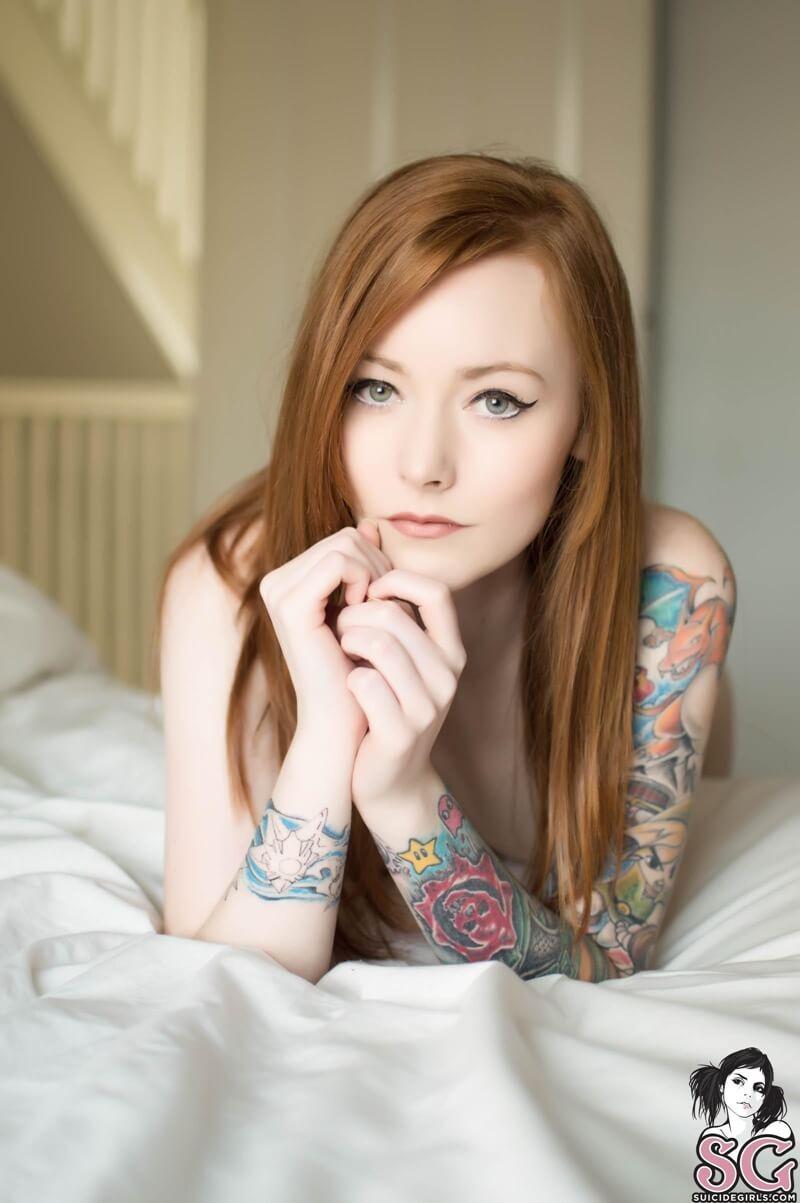 Mistyy Suicide Girls ruivinha sensual e gostosa com tesão peladinha muito linda d