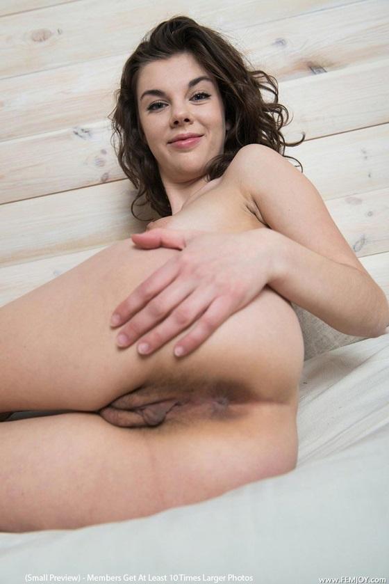 Morena da buceta peludinha muito gostosa