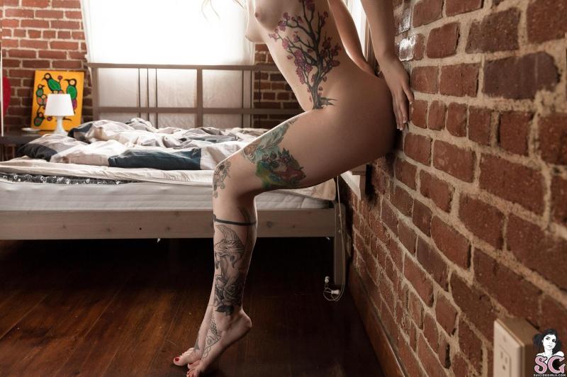 Loira tatuada rabuda bucetuda gostosa