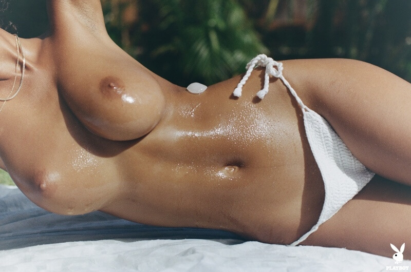 A negra mais linda e sexy da internet com um corpo maravilhoso.
