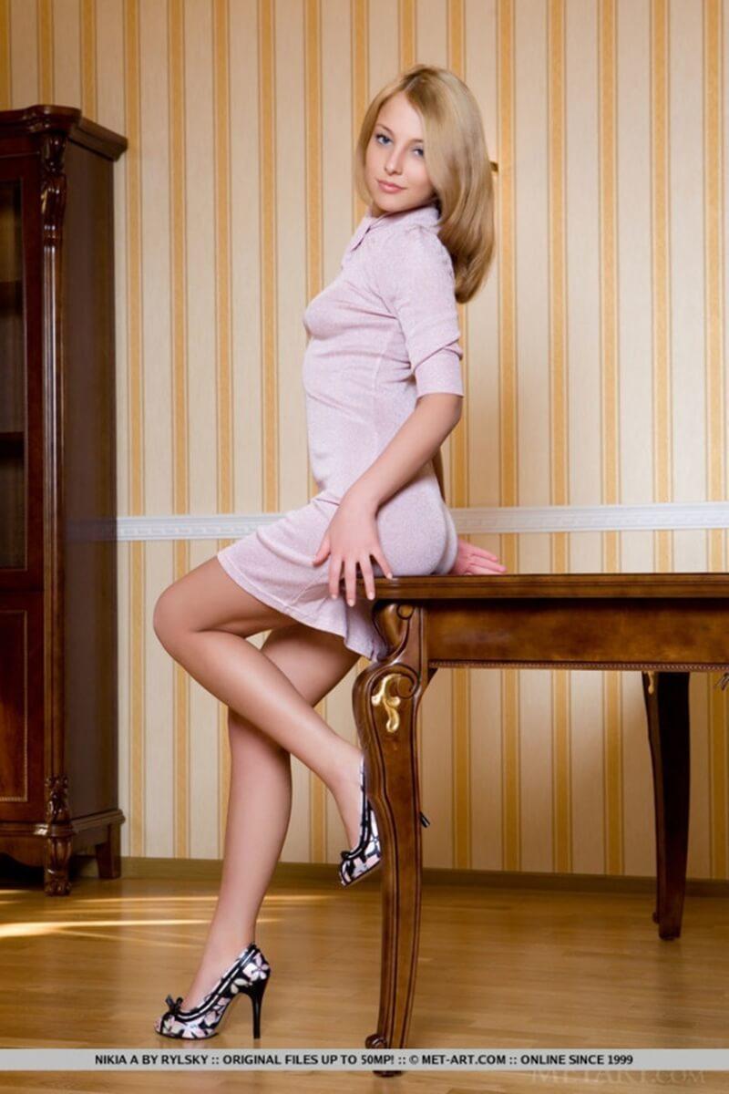 Nikia A gatinha loira dos seios perfeitos e da bunda linda.