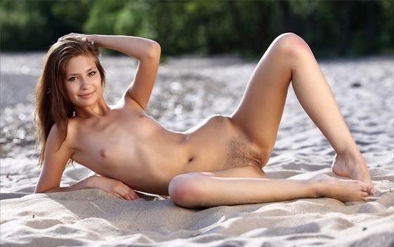 Ninfeta Peladinha Na Praia