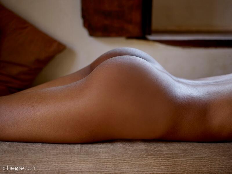Negra magrinha muito gostosa e safada da buceta lisinha