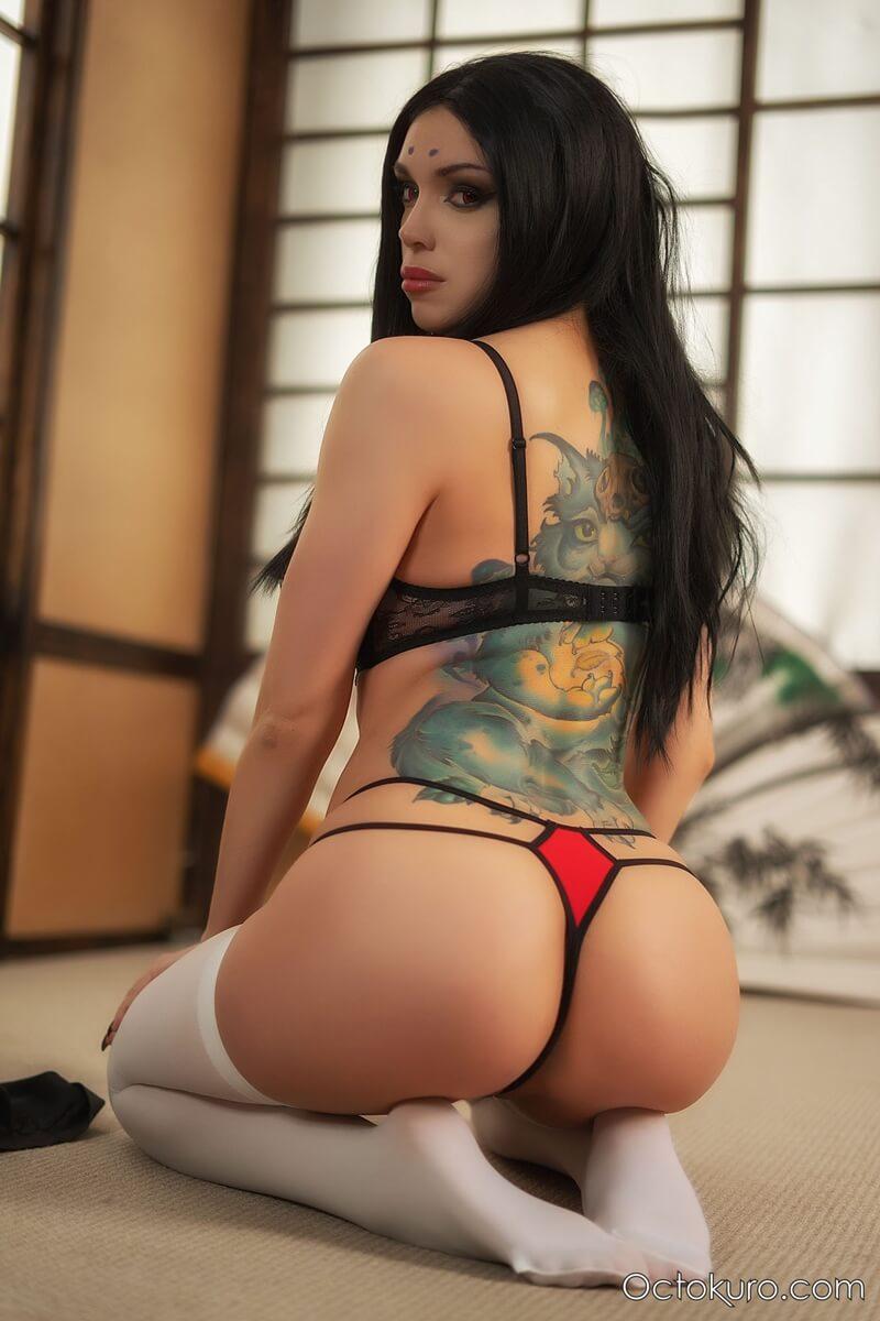 Peituda tatuada e tesuda peladinha delicia muito gostosa