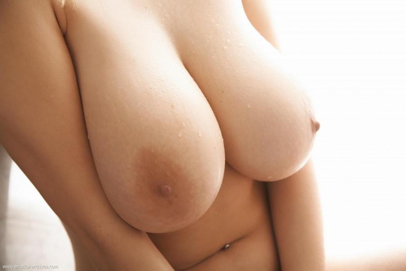 Gostosas ninfetinhas mostrando os peitões delicia