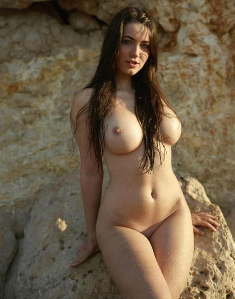 Gostosas peitudas e sensuais mostrando os peitinhos lindos