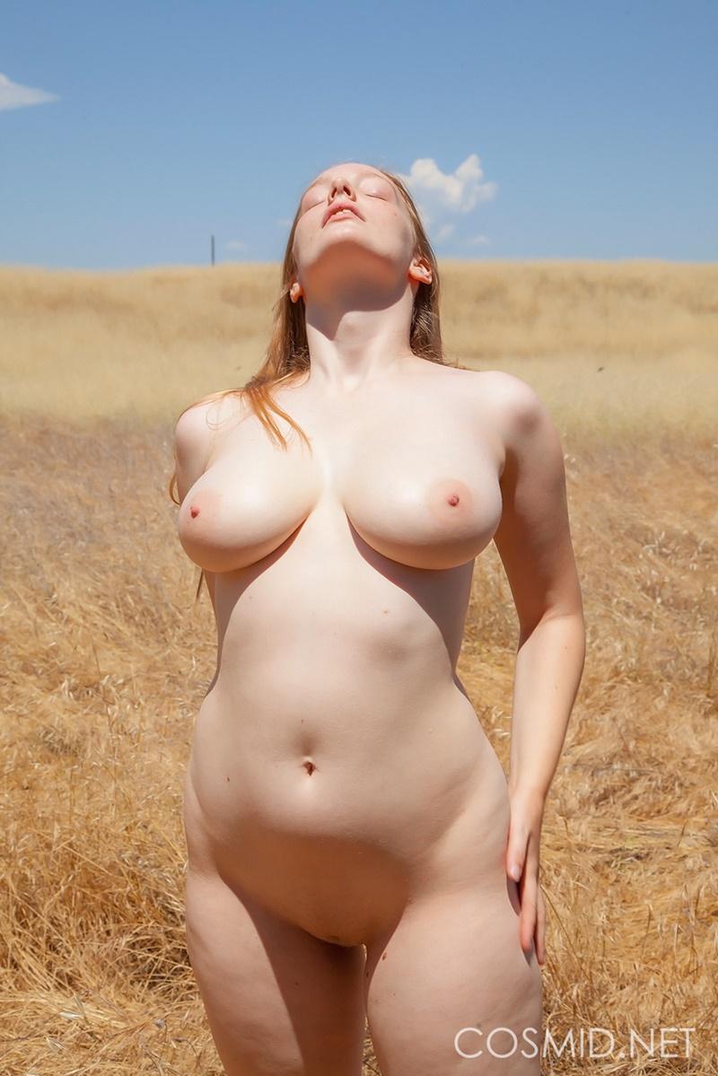 Imagens mulheres peladas mostrando os peitões