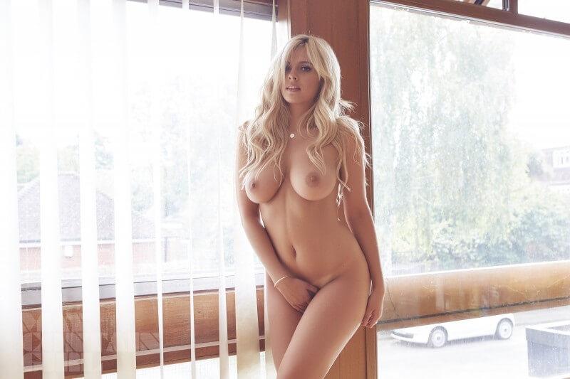 Gostosas dos peitões grandes bem safadas com tesão peladas