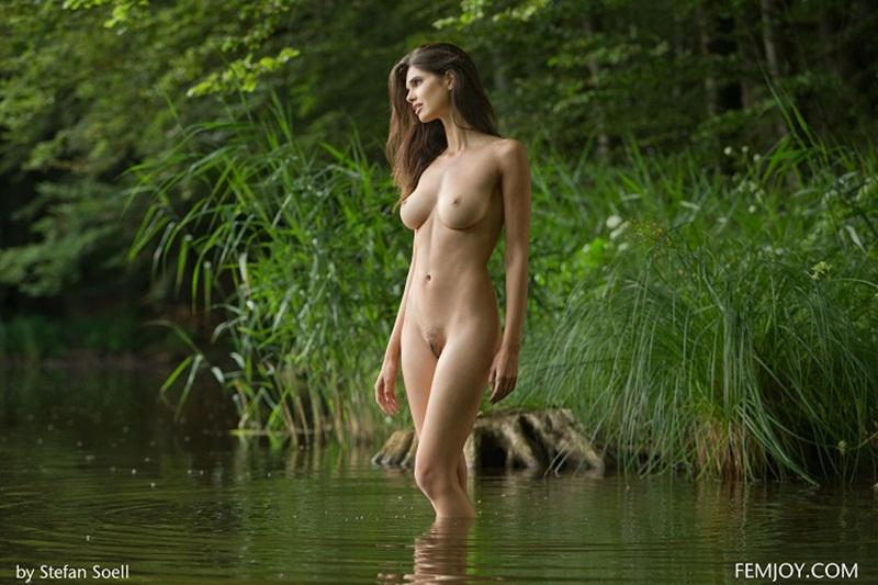 Mulheres gostosas mostrando os peitos na internet