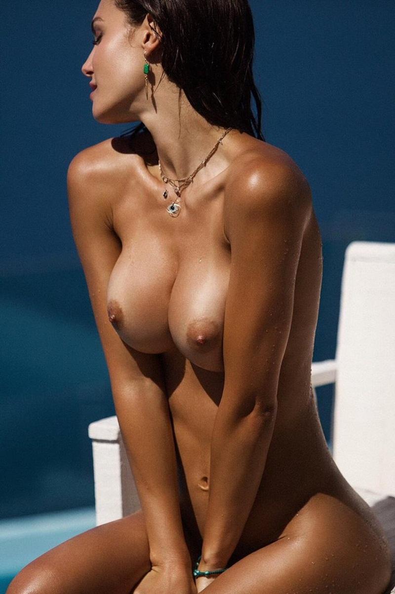 Lindas mulheres peladinhas mostrando os peitões grandes e pe
