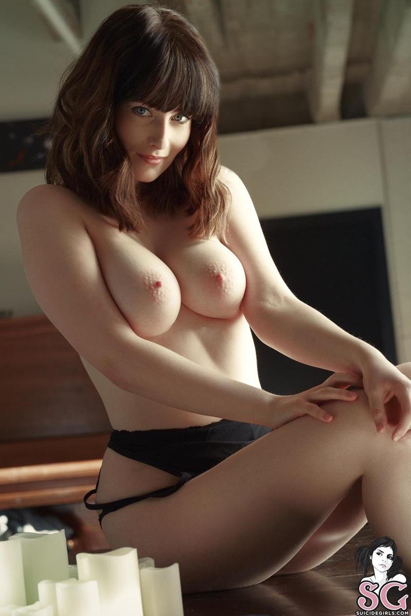 Peitos lindos e grandes bem delicia e empinadinhos nas mais