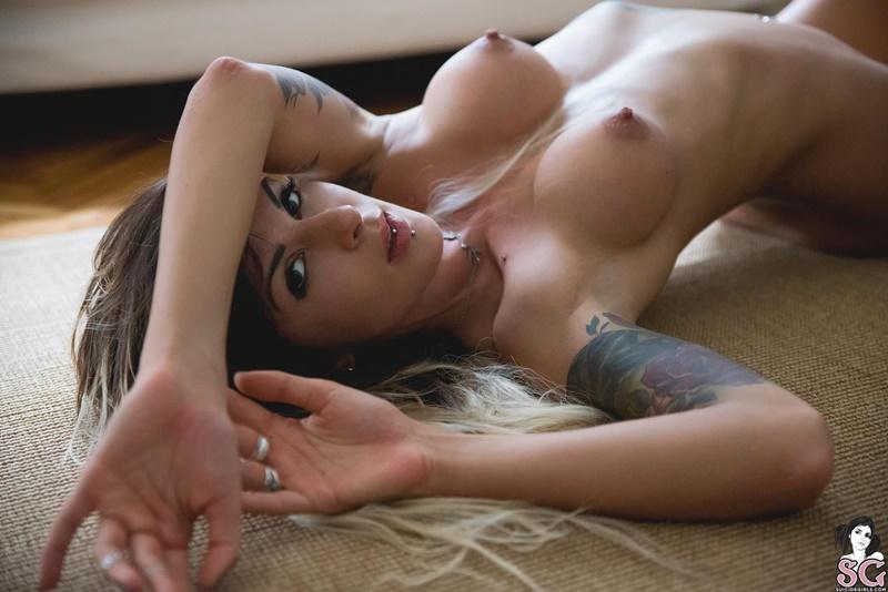 30 imagens de mulheres peladas e peitudas