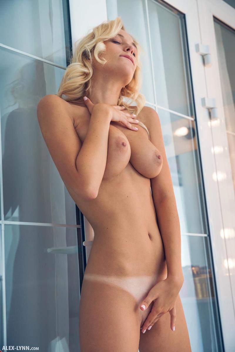 Gostosas bem sensuais e safadinhas mostrando os peitões