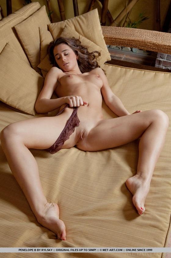 delicinha nudelas gostosa morena11 Penelope B.