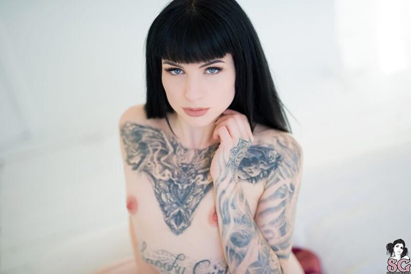 Penny Suicide Girls morena sensual e peituda muito safada peladinha delicia