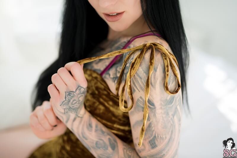 Morena sensual e peituda muito safada peladinha delicia