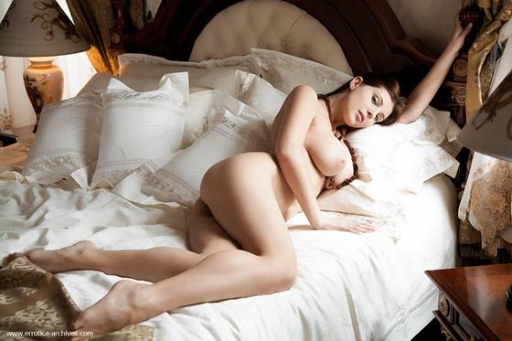 Девушка голая в постели фото 64886 фотография